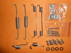 FORD FIESTA Mk3 (1989-95) NEW BRAKE SHOE FIXING KIT -BFK273